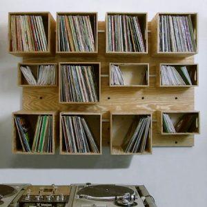 Shelves o' vinyl...